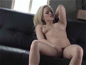 Alexis Texas enjoys thumping her frigs in and out of her greasy vagina