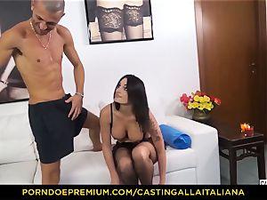 casting ALLA ITALIANA - Blue-eyed woman gets arse pummeled