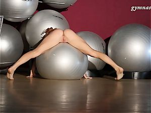 highly uber-sexy bod mature Ala does acrobatics