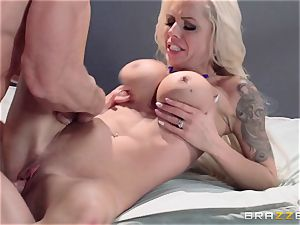 Nina Elle romps a marvelous con in front of her cuckold spouse