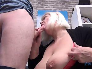 torrid cougar Lacey Starr penis sucking