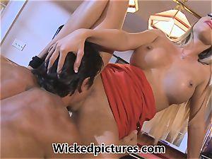 Samantha Saint picks up a dude at a bar for intercourse