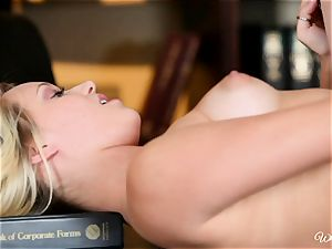 Aiden Ashley eats out Teagan Summers raw poon