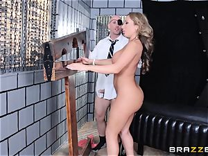 Randy milf Richelle Ryan takes on the foreman