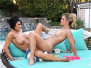 torrid pornstars Romi & Cherie smash each other outside