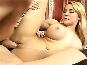 Madison Ivy likes getting her raw vag hammered
