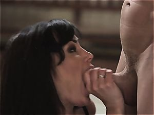 A lesson in smashing with Lisa Ann