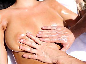 Anissa Kate undress her bikini to tear up poolside